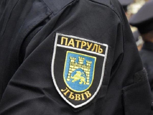 Зашел в туалет и выстрелил себе в голову: львовский полицейский покончил с собой