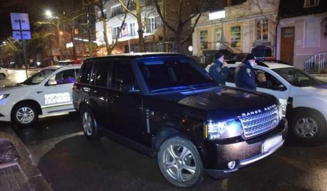 В Николаеве полиция гонялась за пьяным чиновником ОГА, удиравшем на «Range Rover»