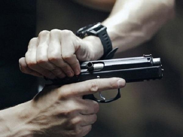 Пьяный полицейский открыл стрельбу в Киеве, ранив двух человек