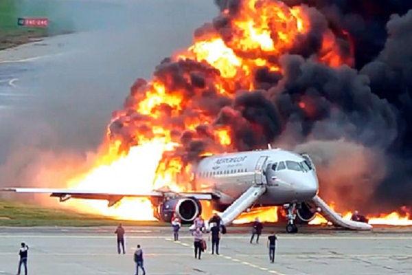 Появилась полная расшифровка разговоров пилотов сгоревшего в Шереметьево SSJ-100
