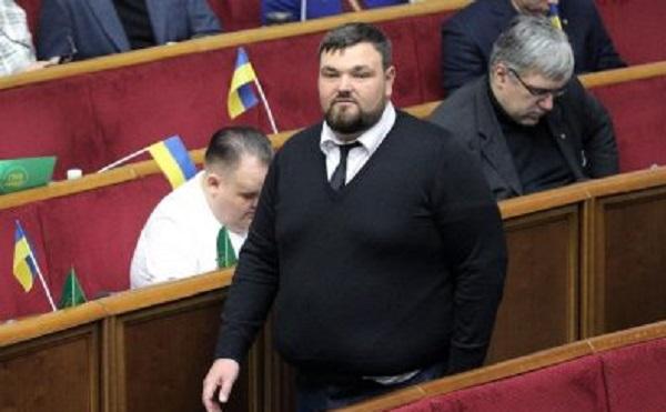 """Нардеп от """"Слуги народа"""" спровоцировал ДТП на трассе под Киевом"""