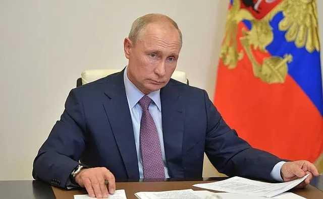 Путин подписал закон, обнуляющий его президентские сроки