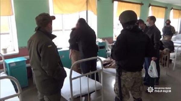 Криминальные «авторитеты» собрались на «сходку» в День дурака. К ним пришла полиция