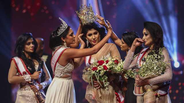 Конкурс красоты на Шри-Ланке закончился скандалом: с головы победительницы сорвали корону и передали ее конкурентке