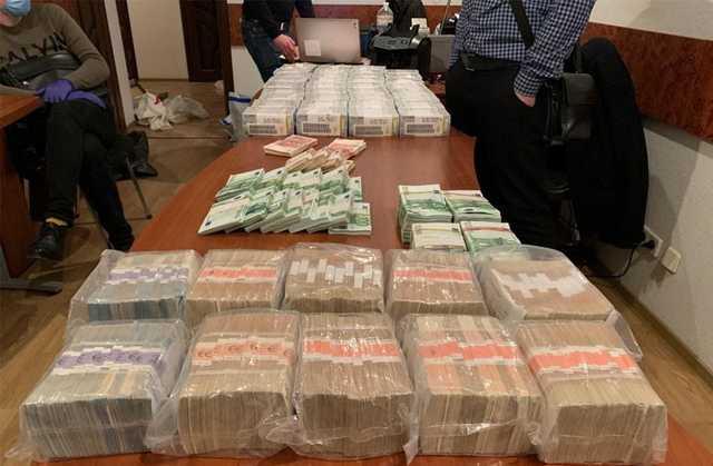 Задержанный НАБУ на взятке в $100 тыс. брат Вовка Зонтов - замначальника управления Службы внешней разведки Украины, - Бутусов