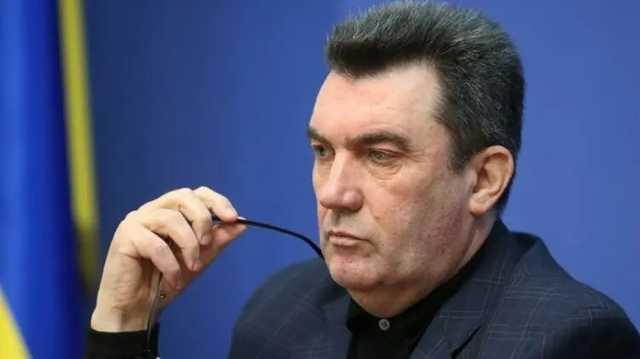 Данилов назвал угрозой нацбезопасности российское гражданство жены главы СБУ Баканова