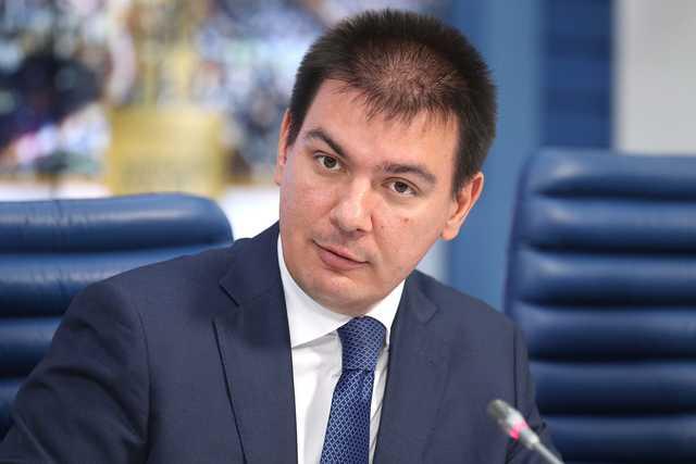 Мирсияповым лупят по Белоусову: что найдут журналисты и блогеры в закрытом досье на чиновника-миллиардера