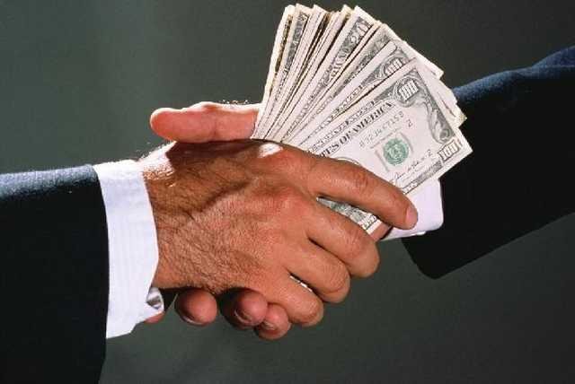 Замруководителя управления Киевоблгосадминистрации задержан при получении $10 тыс. взятки, - Нацполиция