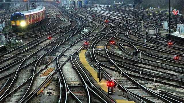 Работник Одесской железной дороги попал под поезд и умер
