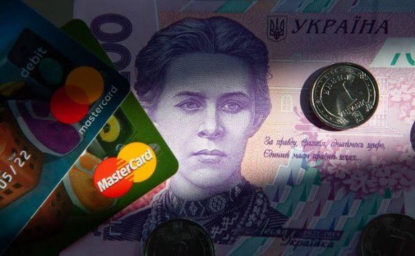Банки будут автоматически списывать средства со счетов должников: как это будет работать