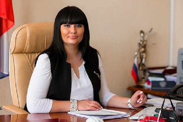 Пойманной ФСБ с 25 миллионами рублей главе российского суда вынесли приговор