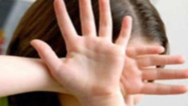 Жительница Подмосковья застала мужа в постели с 14-летней дочерью