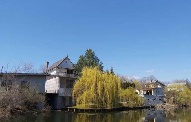 Дворцы, коттеджи, виллы: как живут дачники Русановских садов, через которые строят Подольский мост