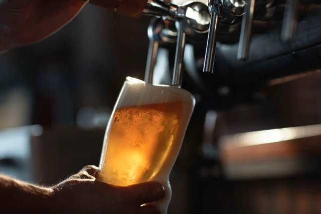 В Америке привившимся от Covid-19 раздают пиво