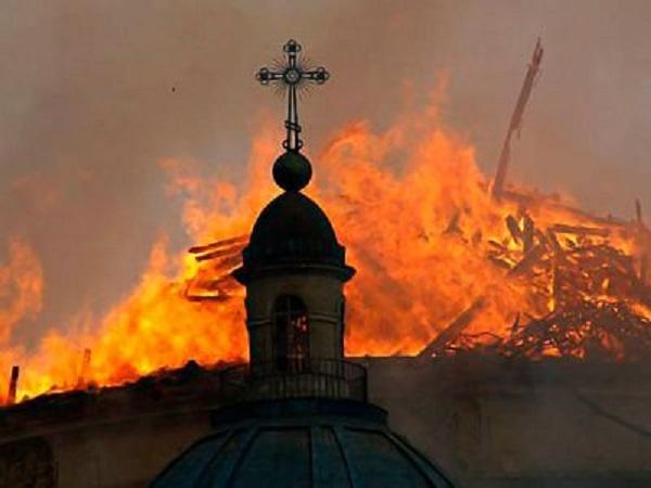 В Бурятии мужчина поджег церковь, где служил дьякон, обвиняемый в педофилии