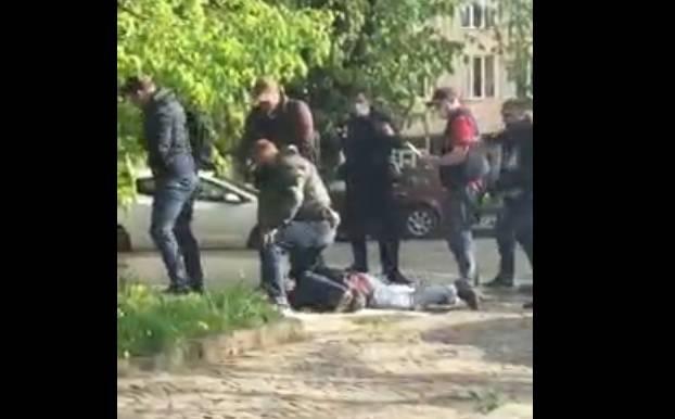 В Ужгороде офицера СБУ поймали на продаже наркотиков