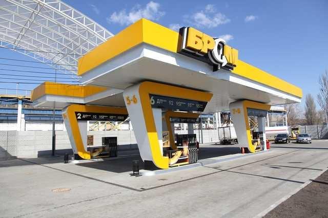 «Чудо-бензин А-95» сети АЗК БРСМ Нафта бодяжат на мини НПЗ под Гадячем: состав этого топлива — растворители и токсины