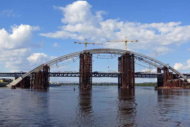 У подрядчика строительства Подольского моста проходят обыски