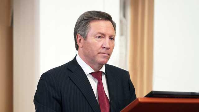 Российский экс-губернатор сел пьяным за руль, сбил дорожные знаки и уснул