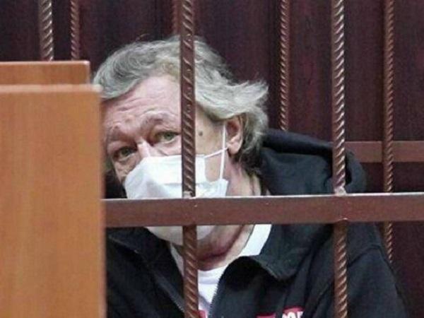 Погибший курьер вместо ремня безопасности использовал заглушку: адвокат Ефремова рассказал, о чем просит в кассации