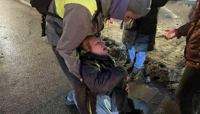 СК приступил к проверке действий полицейского, пнувшего женщину в живот на январской акции