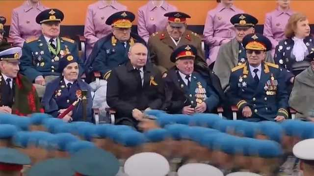 В Москве задержали мошенников, обокравших ветерана Пронина, который сидел около Путина на параде Победы