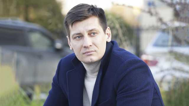 «Для них важно выдавить меня». Гудков объяснил решение покинуть Россию
