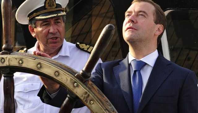 «Единая Россия» может пойти на выборы без своего председателя – Дмитрия Медведева