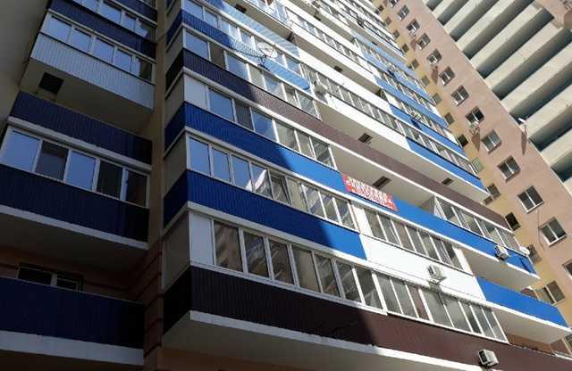 «Мам, я боюсь!»: пьяная мать уронила 5-летнюю дочь с пятого этажа