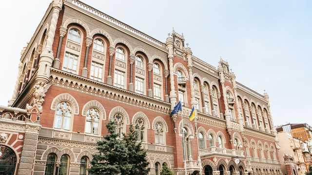 Нацбанковец-миллионер получил деньги от Посольства США и купил иномарку