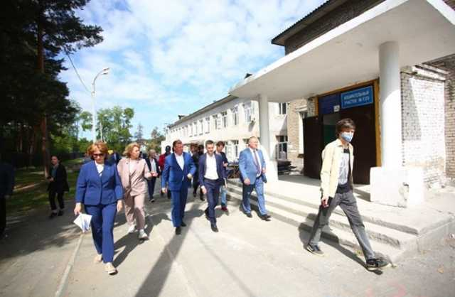 В Екатеринбурге отремонтируют школу, где дети ходили в туалет в выгребную яму