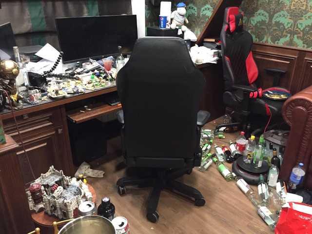 """""""Приговорить к пожизненной уборке квартиры"""": как в соцсетях высмеяли беспорядок в доме Юрия Хованского"""
