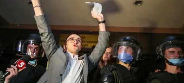 Двое судей, которые судили Стерненко, подали в отставку