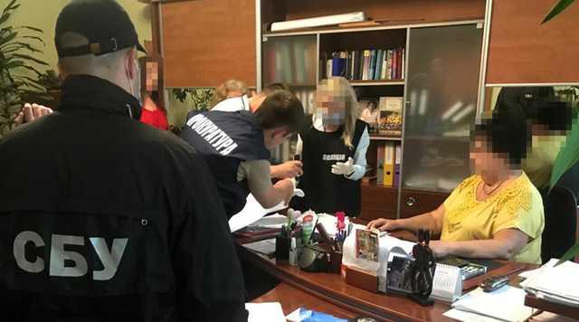 """Во """"Львовской политехнике"""" поймали директрису-взяточницу"""