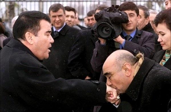 Не Лукашенком единым. Как Туркменбаши устраивал телемарафоны раскаяния и признания врагов-оппозиционеров