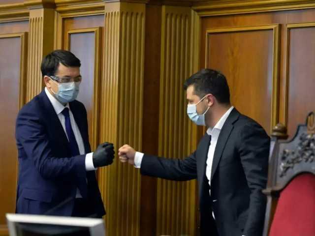 «До сих пор была холодная война»: СМИ пишут, что Зеленский и Разумков уладили конфликт
