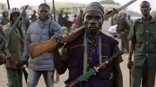 В Нигерии боевики похитили около ста человек, из них 80 - это ученики школы