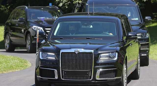 Зверь против Ауруса: в Великобритании сравнили автомобили Байдена и Путина
