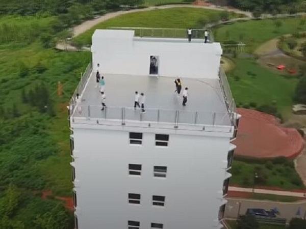 В Китае менее чем за 29 часов построили 10-этажное здание