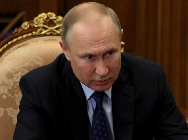 Путин запретил покупать оружие лицам младше 21 года