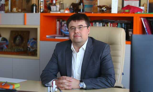 PROныра Андрей Гончаров. Коммерсант, озолотившийся на школьном питании, пытается легализовать налоговые схемы