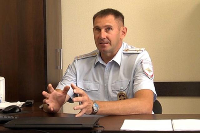 Российский полицейский-криминалист вычислил маньяка по отпечатку пальца на сетке