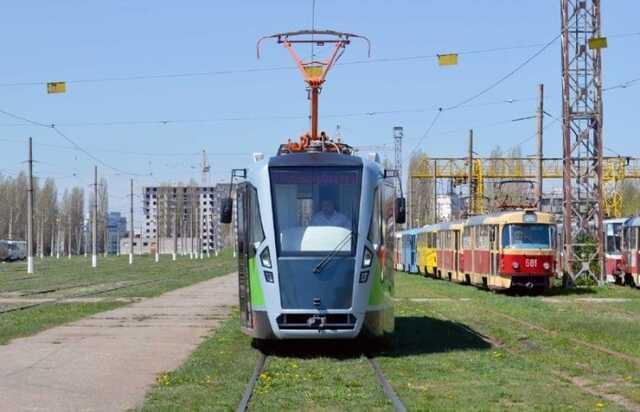 В Харькове подростки расстреляли трамвай и ранили пассажира