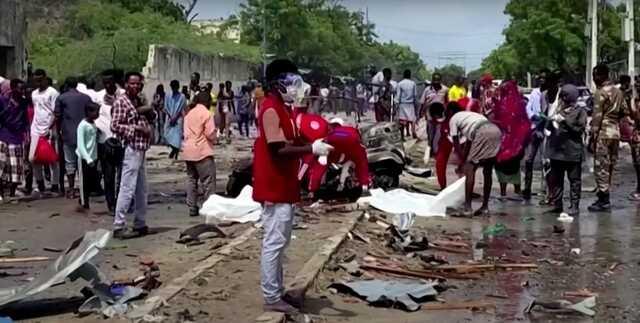 Террорист-смертник атаковал полицейский конвой в Могадишо, 8 человек погибли