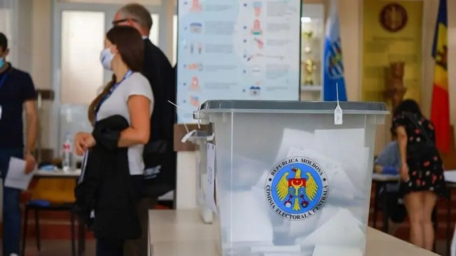 На внеочередных выборах в парламент Молдовы лидирует партия Санду