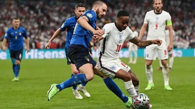 Полиция просит удалять в социальных сетях оскорбления чернокожих игроков сборной Англии