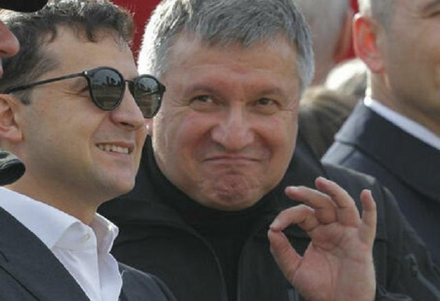 Подать в отставку Авакова попросил Зеленский
