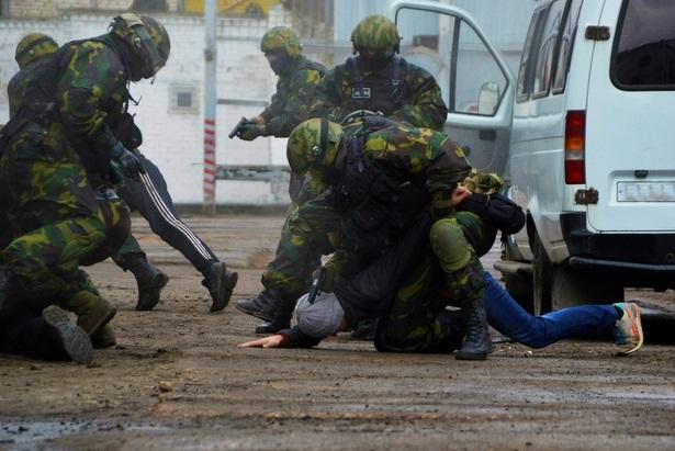 ФСБ показала видео задержания готовившего взрыв в Москве террориста