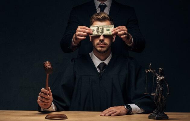 Как уволенные прокуроры пытаются вернуться на работу
