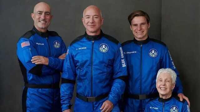 Безос опубликовал видео, на котором экипаж корабля New Shepard веселится в невесомости